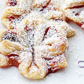 Jam-filled Christmas puff pastries