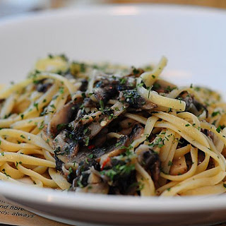 Light Pasta with Mushrooms and Garlic