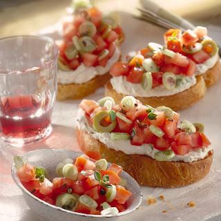 Crostini mit Tomaten-Olivenaufstrich
