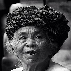 to chew betel by Ary Widjaja - Black & White Portraits & People ( #chew #beteleat #oldwoman #balineseculture #nginangsirih )