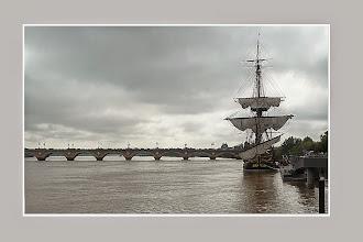 Photo: L'Hermione et le Pont