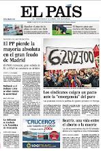 """Photo: El PP pierde la mayoría absoluta en el gran feudo de Madrid, los sindicatos exigen un pacto ante la """"emergencia"""" del paro, Hollande y el italiano Letta se alían contra la austeridad y el Bayern pasa por encima del Barcelona, en la portada de EL PAÍS del jueves 2 de mayo del 2013. http://srv00.epimg.net/pdf/elpais/1aPagina/2013/05/ep-20130502.pdf"""