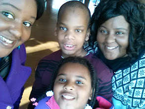 Photo: Kelli, Q, Taneya & Kaleya goofin' in the Visitor's Center