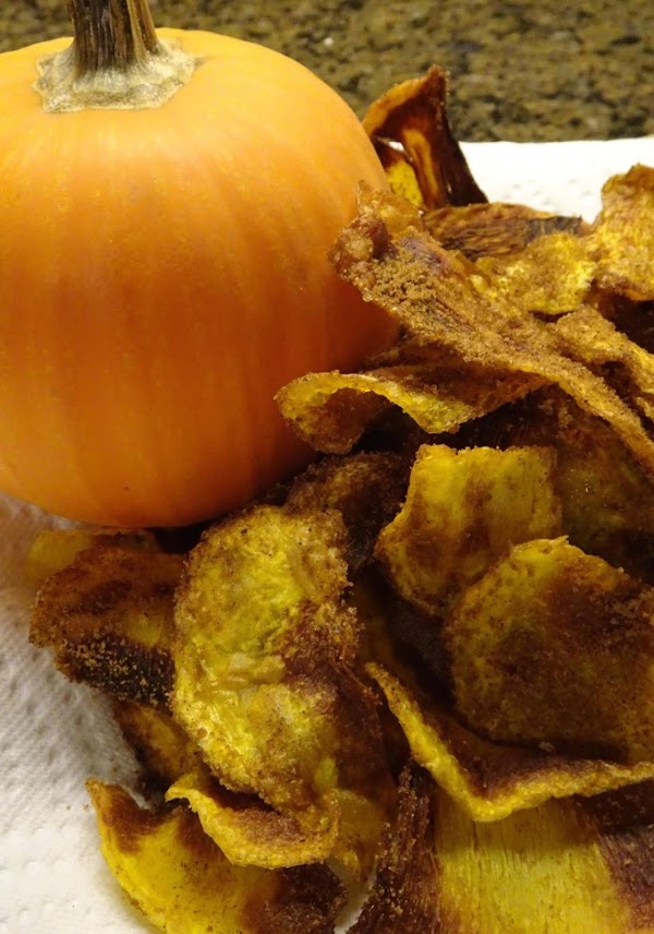 Combine sugar, cinnamon, and nutmeg in a bowl.  Sprinkle over chips, toss lightly...