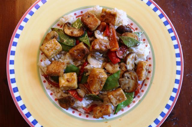 Vegan Tofu Stir-fry with Vegetables in Peanut Sauce Recept | Yummly