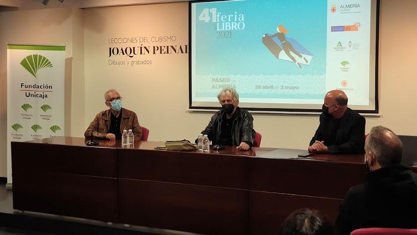 Juan José Millás y Juan Luis Arsuaga, junto a Manuel García Iborra.