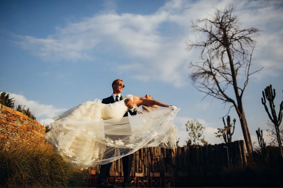 Wedding photographer Vasiliy Tikhomirov (BoraBora). Photo of 06.11.2014