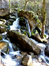 Photo: Wildes Durcheinander von Wasser und Felsen