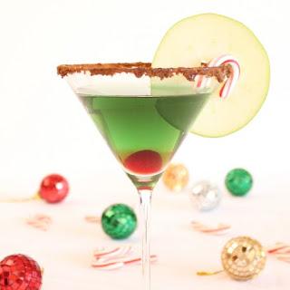 Cinnamon Caramel Apple Martini – Holiday Cocktail.