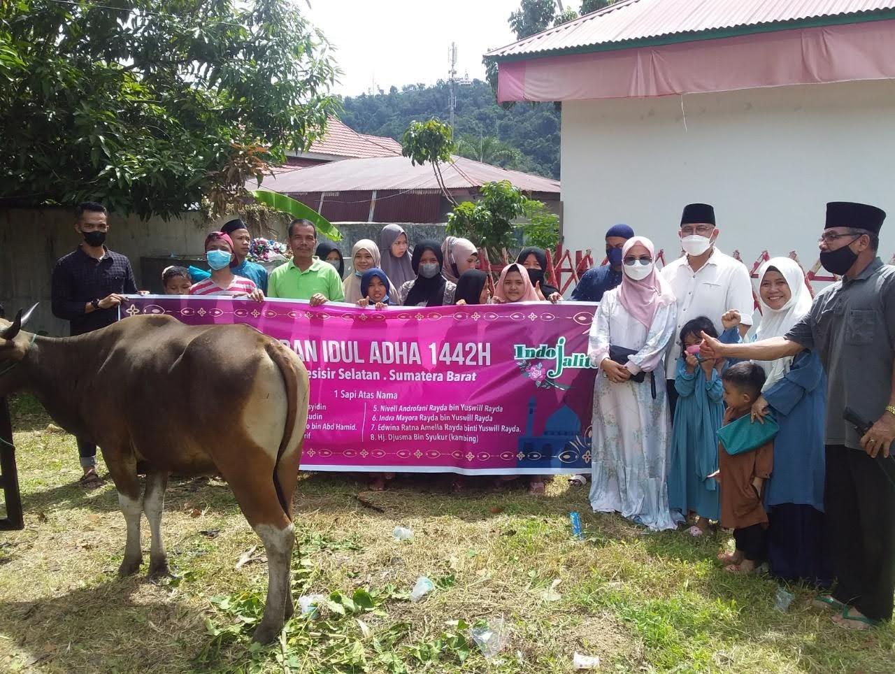 Keluarga Besar Indo Jalito, Qurban 1 Sapi dan 1 Kambing