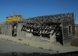 Photo: How a new sign can turn even a condemned building into a perfectly operational business.