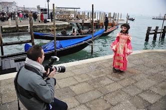 Photo: Carnaval : Natacha se prend au jeu et pose pour qui veut bien la photographier...