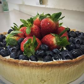 Sunday dessert  by Rayna Brilliantsyah - Food & Drink Candy & Dessert ( #fruittart#strawbery#cranberry#crust#snack#food#dessert#sweet )