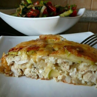 Low calories Casserole with chicken and zucchini.