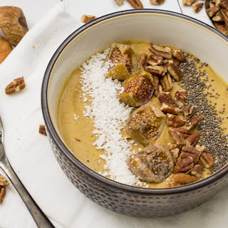 Pecan Pumpkin Pie Smoothie Bowl