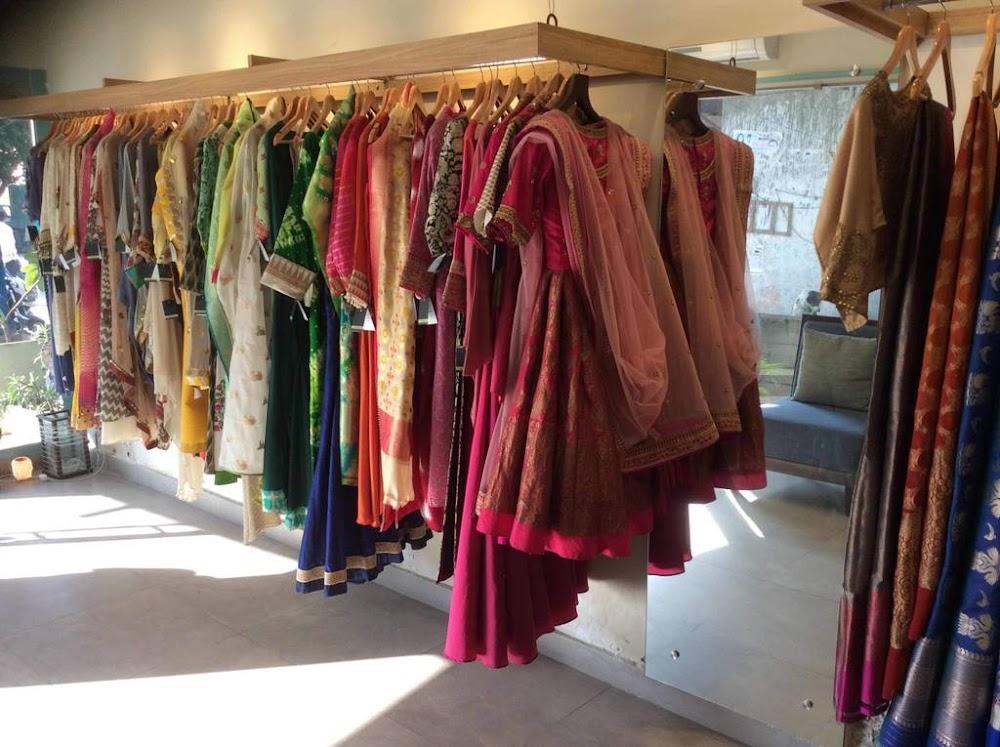 lajpat-nagar-market-indian-wedding-gowns_image