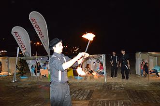 Photo: Animação com fogo e malabarismo