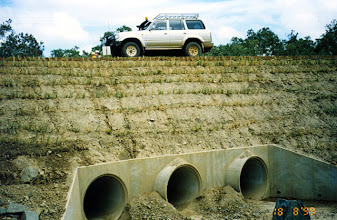 Photo: AUS-HYDR04 - Australia this culvert and road fill protected by vetiver. Vetiver is an ideal way of strengthening the interface of soil and concrete