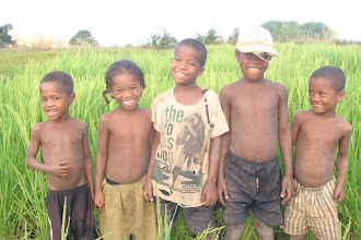 Photo: Kids in front of an SRI field near Ihosy.
