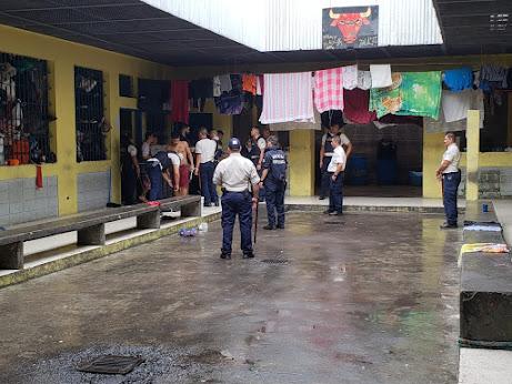 Imagen DESMANTELAN RED PARA TRAFICAR DROGAS EN CENTRO PENITENCIARIO DE POCOCÍ; CINCO POLICÍAS DETENIDOS