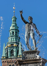 """Photo: 2. plads oktober 2018, foto: Hans Bo Henriksen. Tema: """"Udendørs Skulptur i det offentlige rum""""."""
