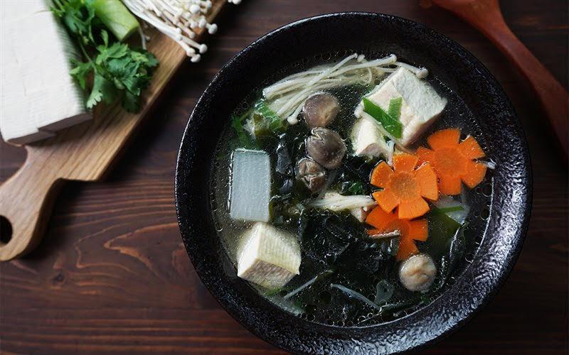 Cách nấu canh rong biển đậu hũ thơm ngon, hấp dẫn