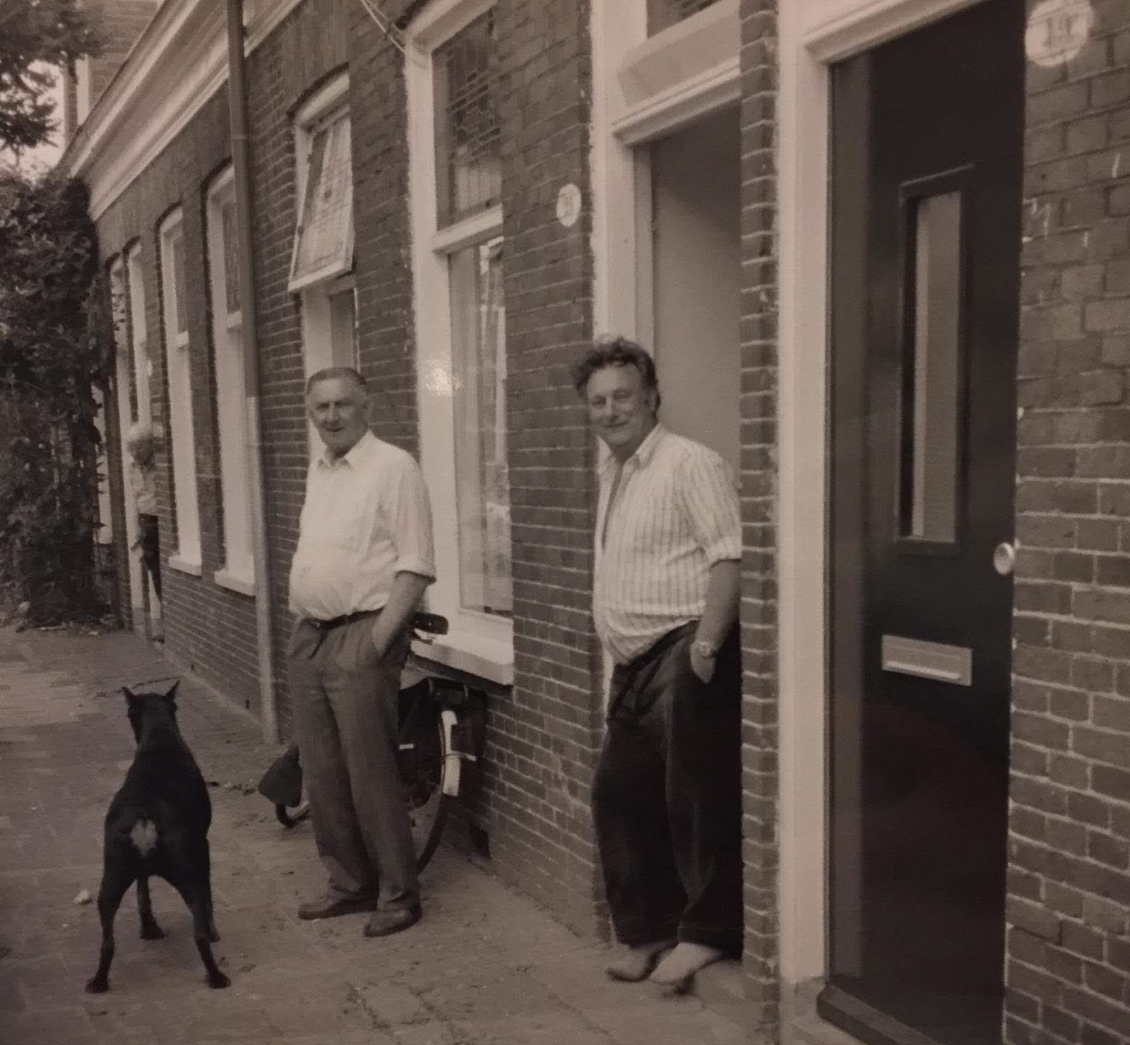 Vader en zoon Borghuis met hond Tasja