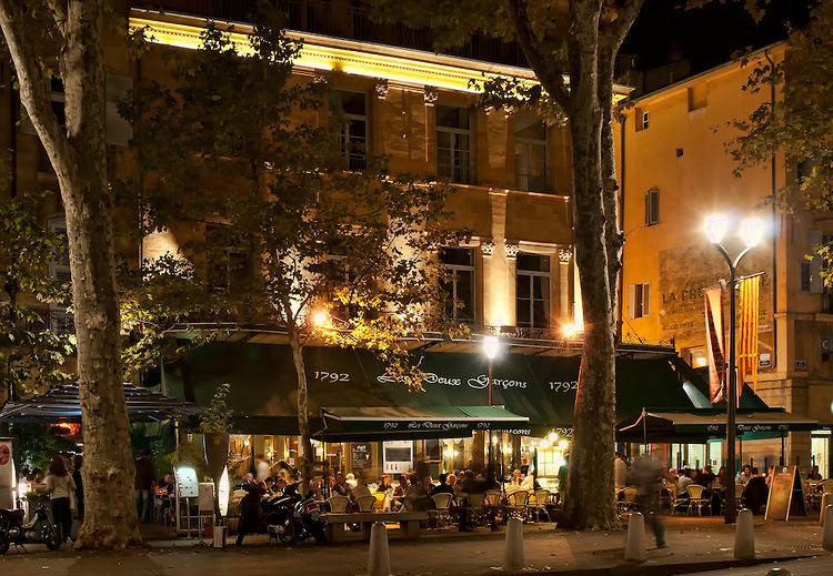 Кафе Doux Garcons в Экс-ан-Провансе
