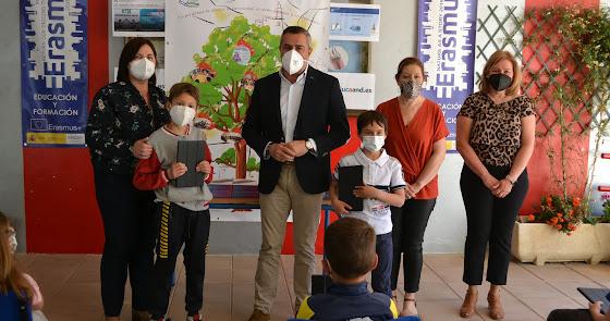 Serón entrega 20.000 euros en ayudas para el colegio Miguel Zubeldia
