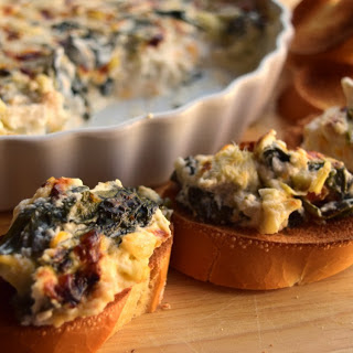Super Easy Spinach and Artichoke Dip