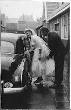 Photo: Mar en Leo:  mijn zus en zwager trouwde in 1956. Zij kregen twee kinderen Rob en Annemieke, ze hebben 17 jaar in Zaandam gewoond. Na 17 jaar verhuisden ze naar Egmond aan zee, zij hoopte dat het haar gezondheid ten goede zou komen, 8 maanden later overleed zij aan de ziekte van Hodgkin op de leeftijd van 39 jaar, geb.11- 4- 1935,  overleden 24-7- 1974.  Leo visser,  geb. 1933,  overleden in 1998.