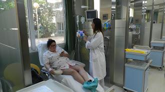 Paciente recibiendo asistencia en el Hospital de día médico.