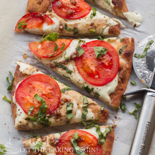 15 Minute Easy Margherita Flatbread Pizza Recipe