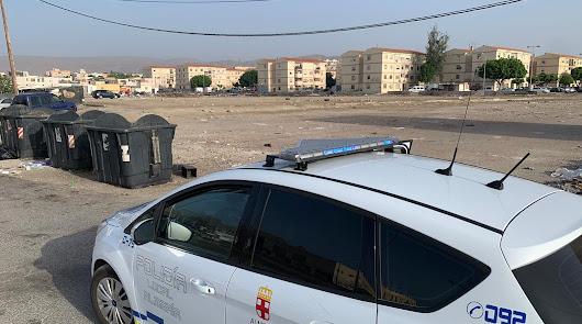 Dispositivo policial para acabar con el mercadillo ilegal de El Puche.