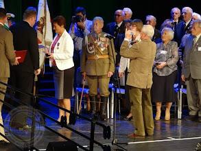 Photo: P. Dyr. E. Rogowska odbiera medal PRO MEMORIA - XIII Międzynarodowy Marsz Żywej Pamięci Polskiego Sybiru (5.09)