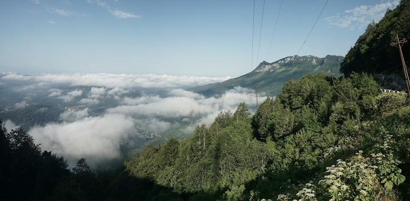 Blick vom 1217 m hohen Nakerala Pass auf die Wolkendecke im Tal.