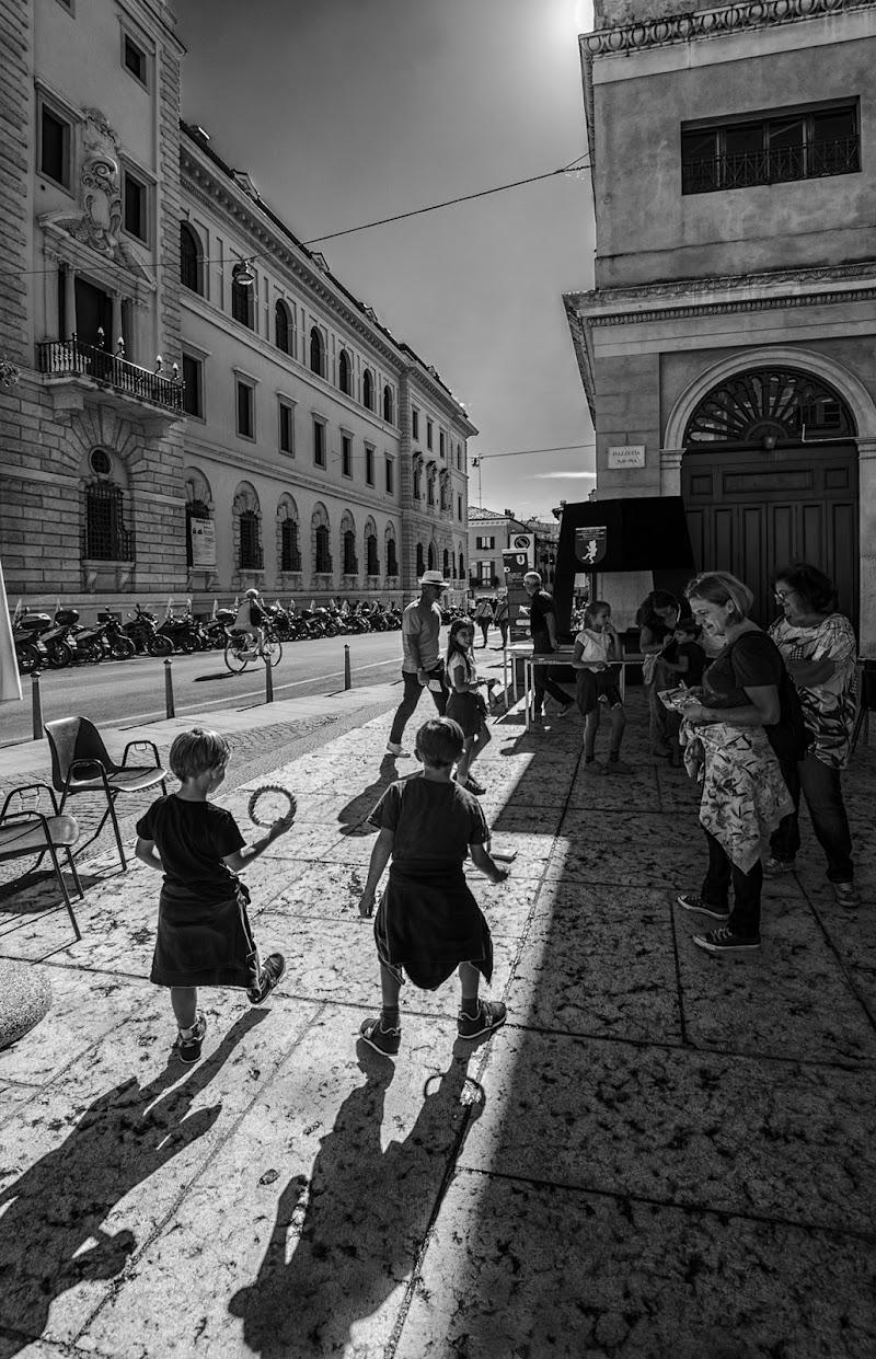 Giocando in strada di Livius