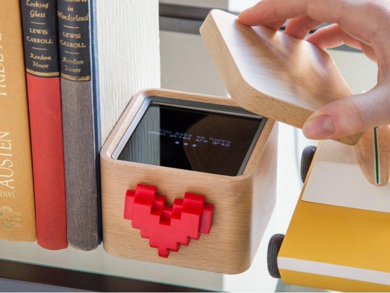 Kết quả hình ảnh cho The Lovebox Spinning Heart Messenger Box