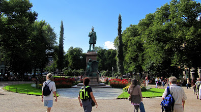 Photo: ESPLANADE PARK AND THE J L RUNEBERG STATUE ... WITH SEAGULL  http://www.pps.org/great_public_spaces/one?public_place_id=897