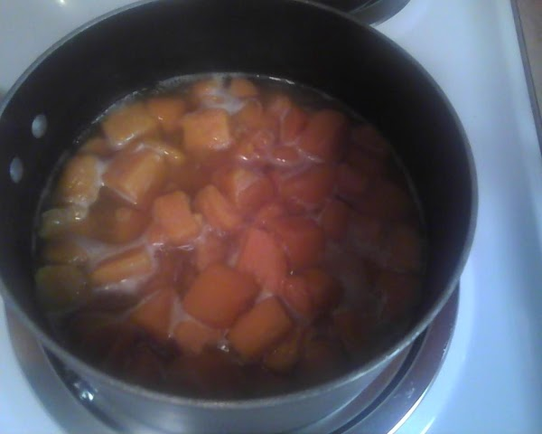 2.Blend yams with sugar, salt, spices, butter and cream.