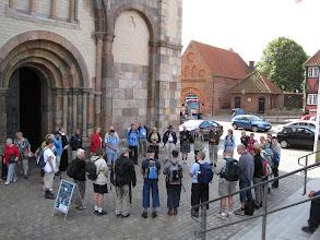 Photo: Ribevandringen indledtes i Ribe ved Biskop Elisabeth Dons Christensen og her sendes pilgrimmene af sted på den første vandring.