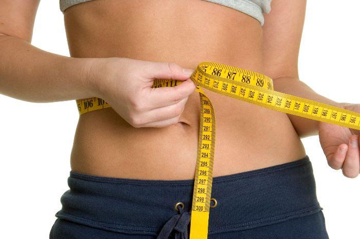 Uống nước nóng mỗi ngày giúp giảm cân