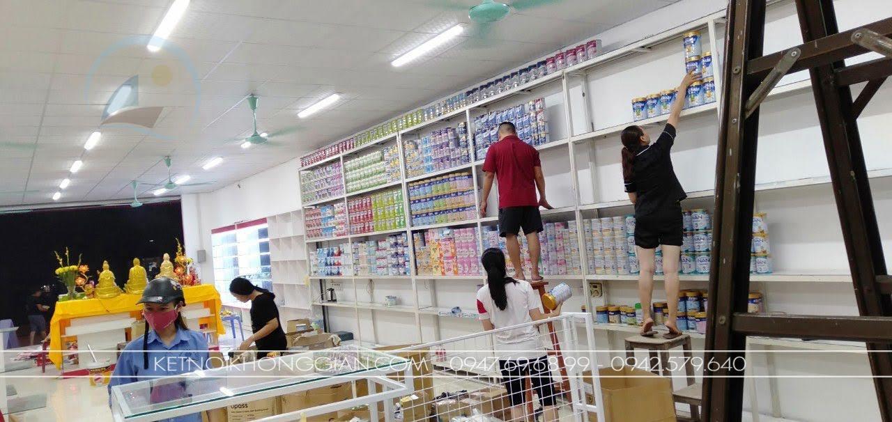 thi công shop thời trang mẹ và bé