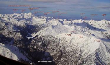 Photo: Vision aérienne annotée sur les crétes de Héche Barrade dominant la vallée de la Neste de Couplan.