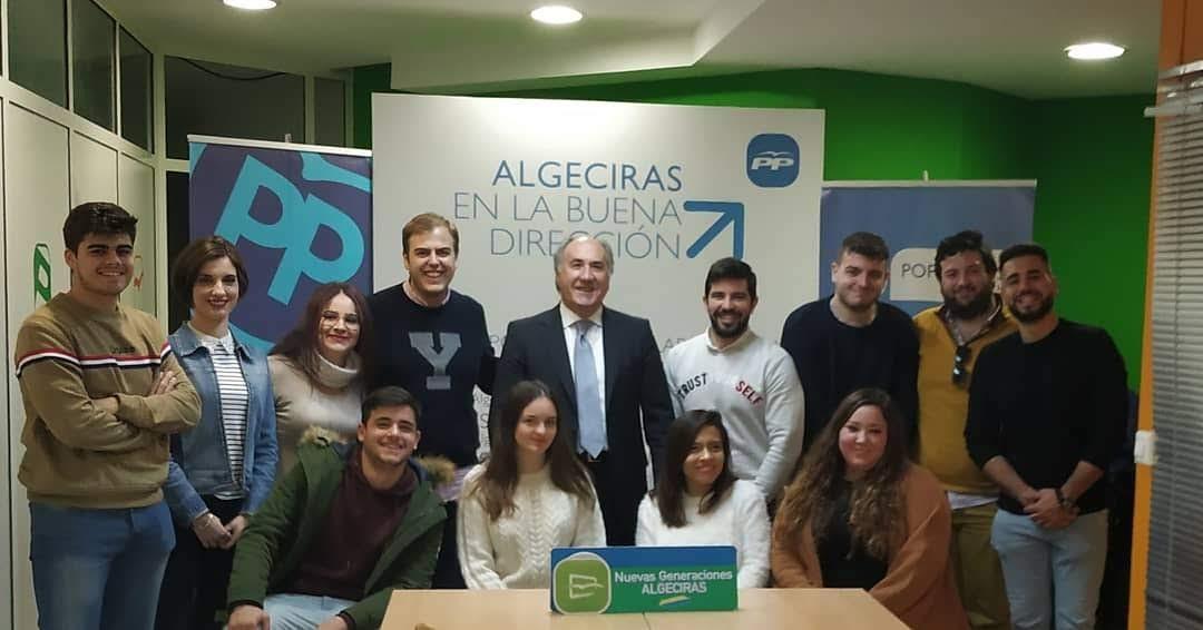 Landaluce da la bienvenida a los nuevos afiliados de Nuevas Generaciones de Algeciras