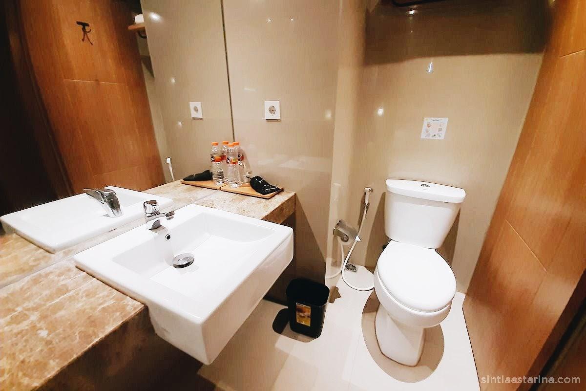 kamar mandi yellow star gejayan hotel, yogyakarta