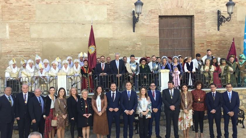 Autoridades y participantes en la recreación en Vera.