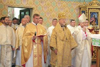 Photo: Єпископи та ієреї - ліва сторона святилища