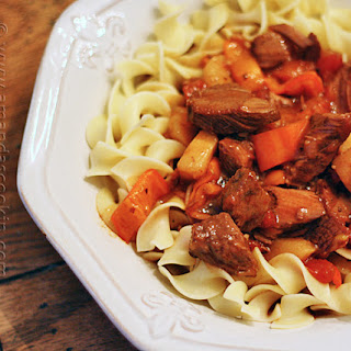 Slow Cooker Hungarian Goulash & Noodles Recipe