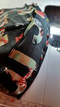 Photo: speld de lycra met de goede kant op de padding, laat de lycra aan de okselkant een cm over steken. pin the lycra on the padding, let some seamallows in the part of the armpit.